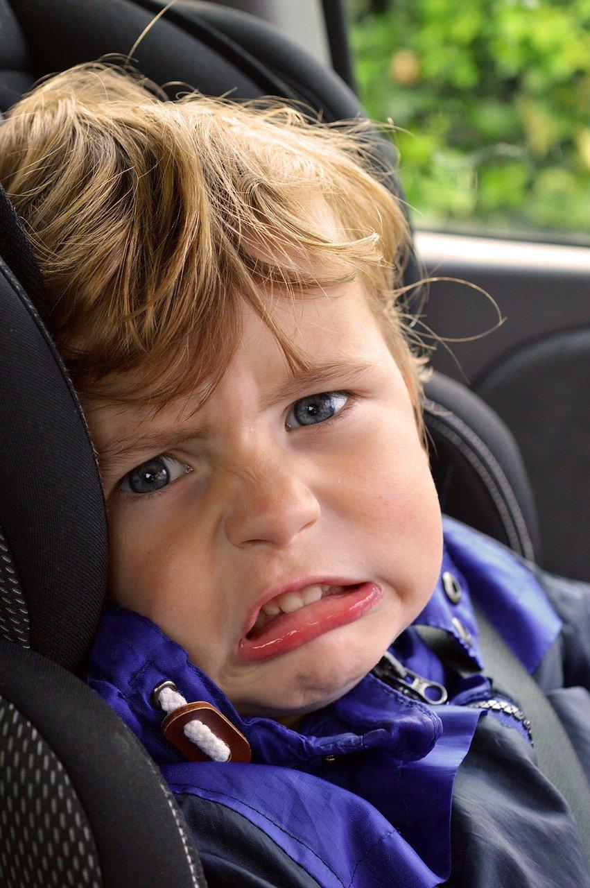enfant malade en voiture